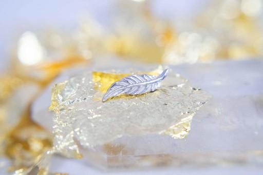Tsar 18k white gold feather.